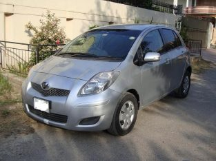 Toyota Vitz 1300 with 8 Air Bags 2011 Registered