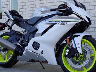 selling 2017 Yamaha YZF R6