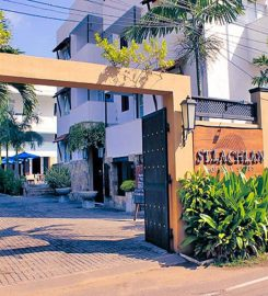 St. Lachlan Hotel and Suites